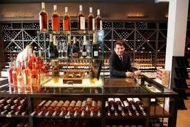 Guillaume Cottin, responsable de la Vinothèque de Bordeaux dans Négoce vinotheque